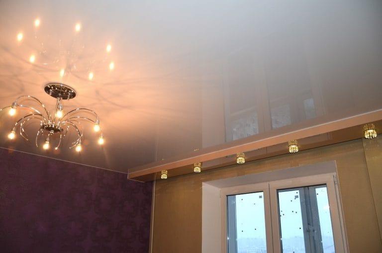 Натяжные потолки немецкие глянцевые белого цвета