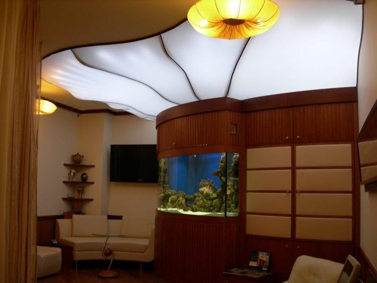 Натяжные потолки полупрозрачные белые для зала