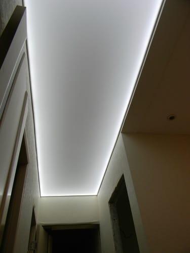 Натяжные потолки полупрозрачные белые для прихожей