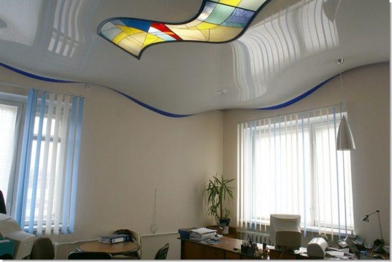 Натяжные потолки белые глянцевые для офиса
