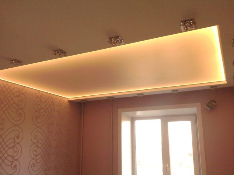 Натяжные потолки полупрозрачные белые