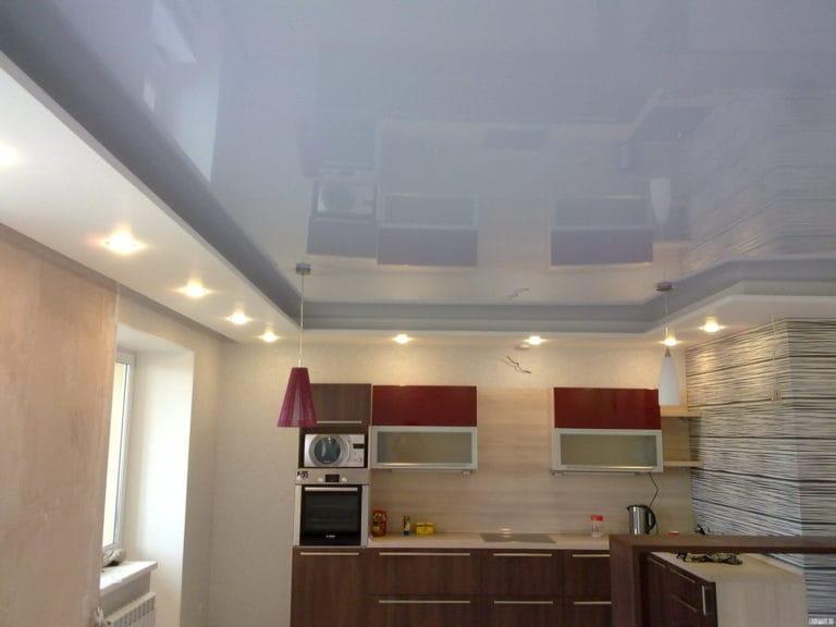 Натяжные потолки глянцевые голубого цвета для кухни