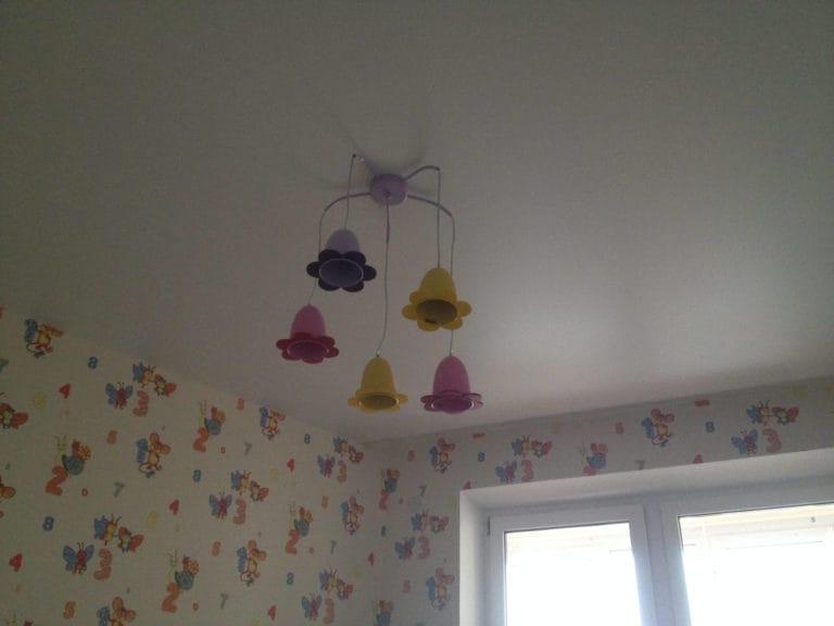 Натяжные потолки одноуровневые сатиновые для детской