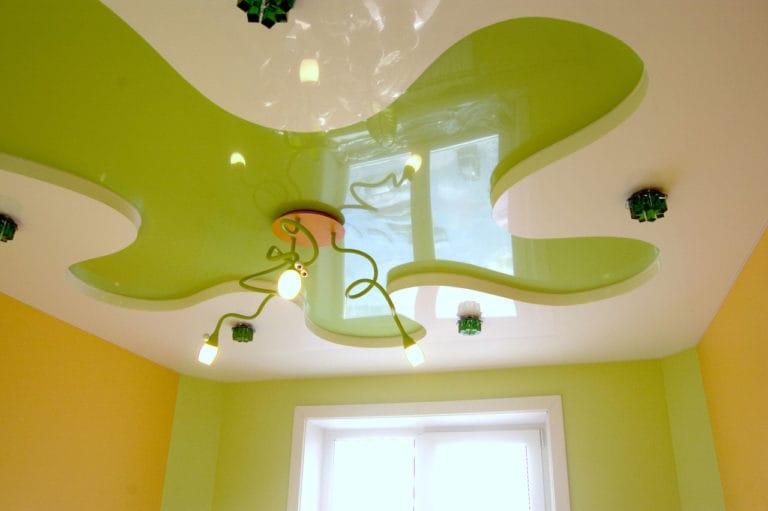 Натяжные потолки глянцевые многоуровневые зеленые для детской