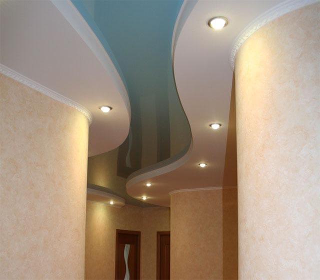 Натяжные потолки глянцевые голубые для прихожей