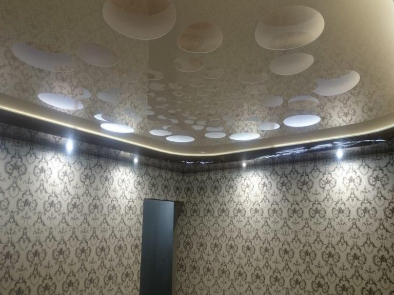 Натяжные потолки перфорированные узоры белые глянцевые