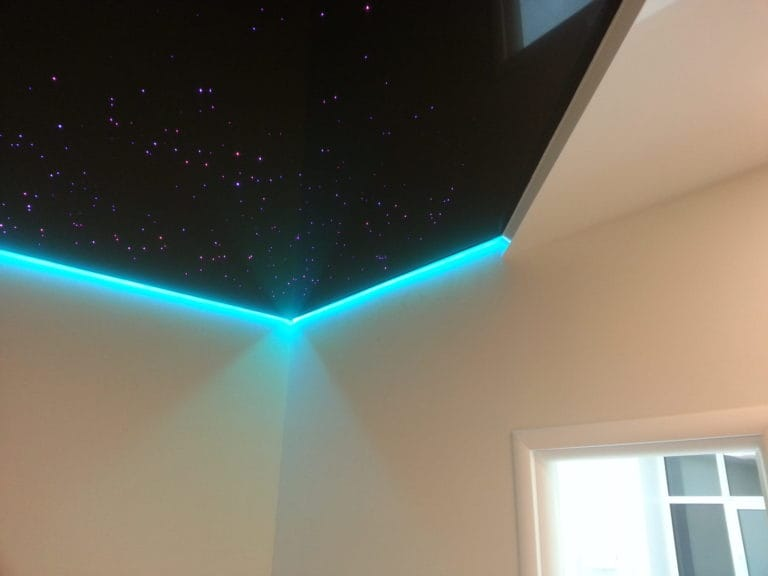 Натяжные потолки глянцевые звездное небо с подсветкой