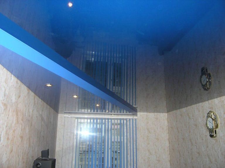 Натяжные потолки немецкие глянцевая поверхность синего цвета
