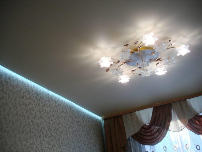 Натяжные потолки парящие белые матовые