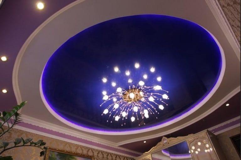 Натяжные потолки синие многоуровневые с подсветкой