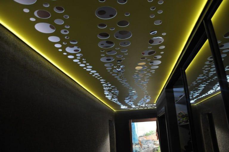 Натяжные потолки перфорированные с подсветкой желтые