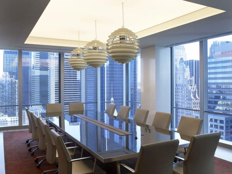Натяжные потолки белые с подсветкой для офиса