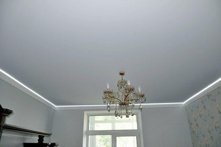 Натяжные потолки тканевые белого цвета
