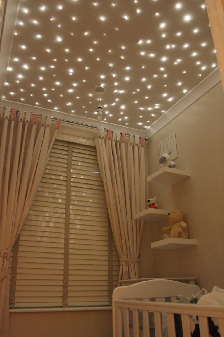 Натяжные потолки бежевые звездное небо для детской