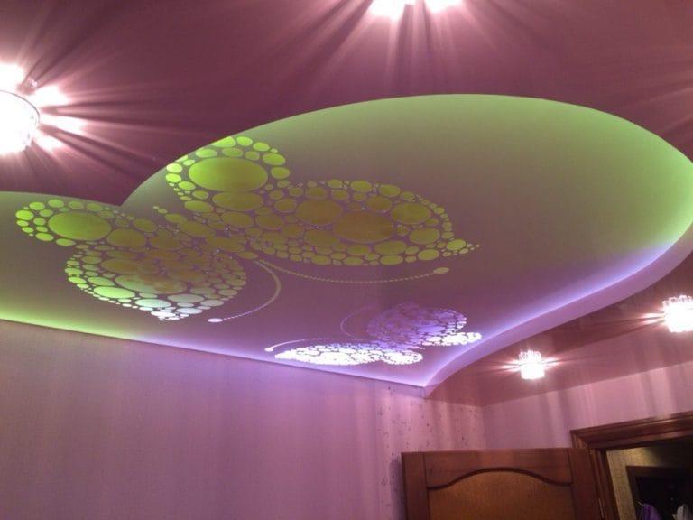 Натяжные потолки перфорированные бабочка с подсветкой