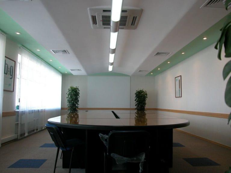 Натяжные потолки для офиса матовые белые