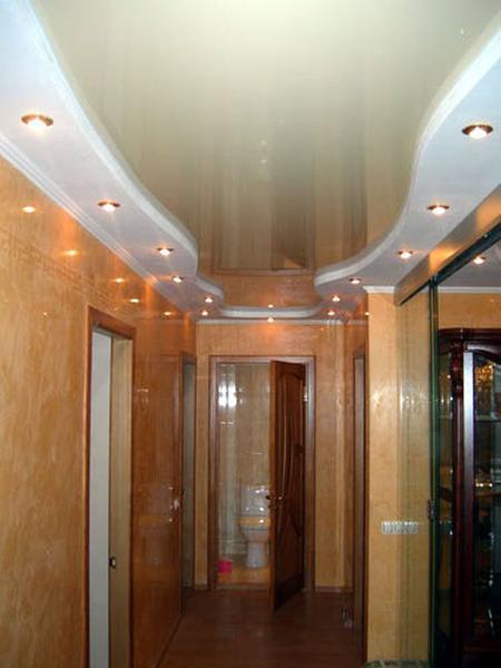Натяжные потолки бежевые глянцевые комбинированные для прихожей