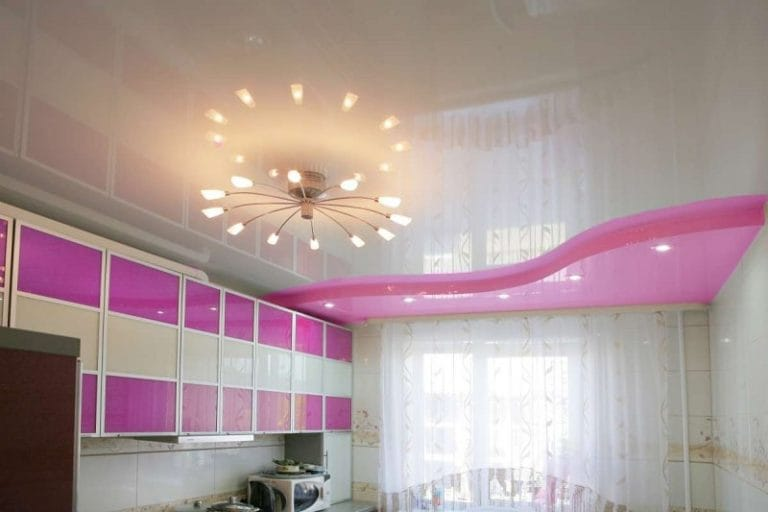 Натяжные потолки глянцевые белого цвета для кухни