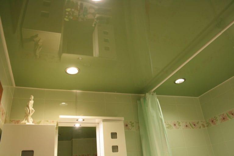 Натяжные потолки зеленые глянцевые одноуровневые