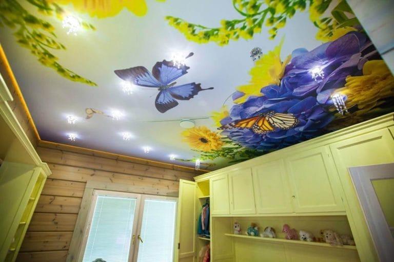 Натяжные потолки художественные небо с бабочками с подсветкой