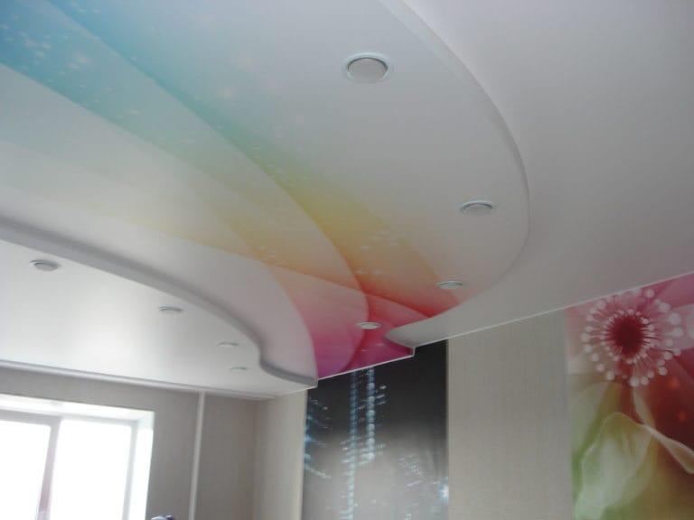 Натяжные потолки сатиновые двухуровневые абстракция