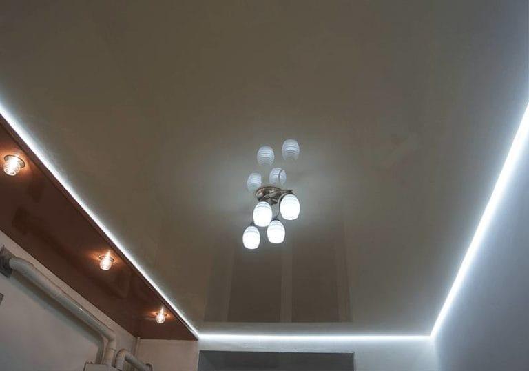 Натяжные потолки глянцевые двухуровневые с подсветкой