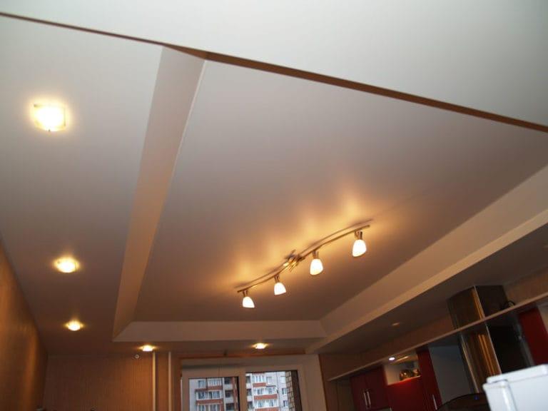 Натяжные потолки матовые двухуровневые белые