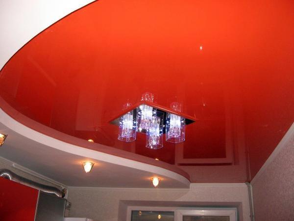 Натяжные потолки глянцевые двухуровневые красные