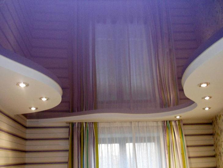 Натяжные потолки фиолетовые глянцевые двухуровневые