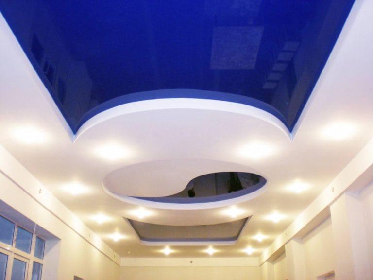 Натяжные потолки синие глянцевые многоуровневые