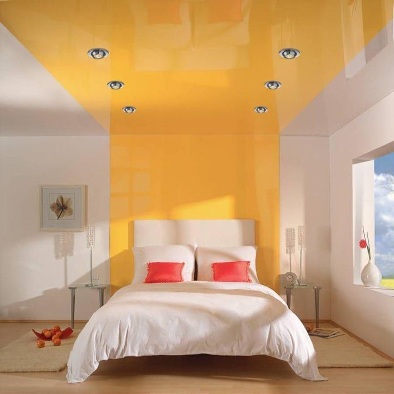 Натяжные потолки комбинированные глянцевые желтого цвета для спальни