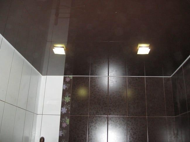 Натяжные потолки коричневые для ванной одноуровневые