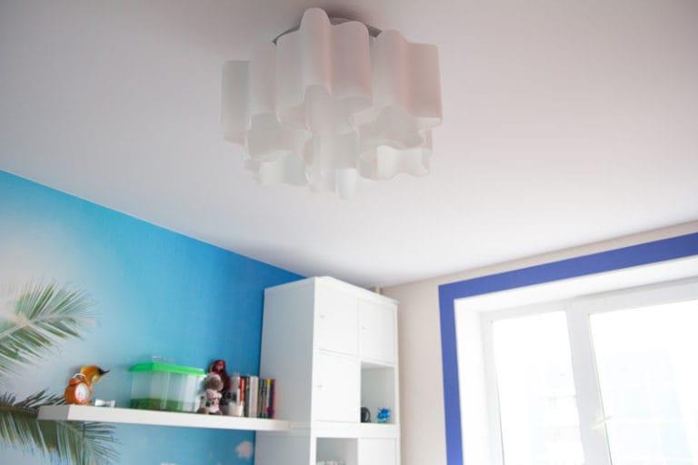 Натяжные потолки матовые белые одноуровневые