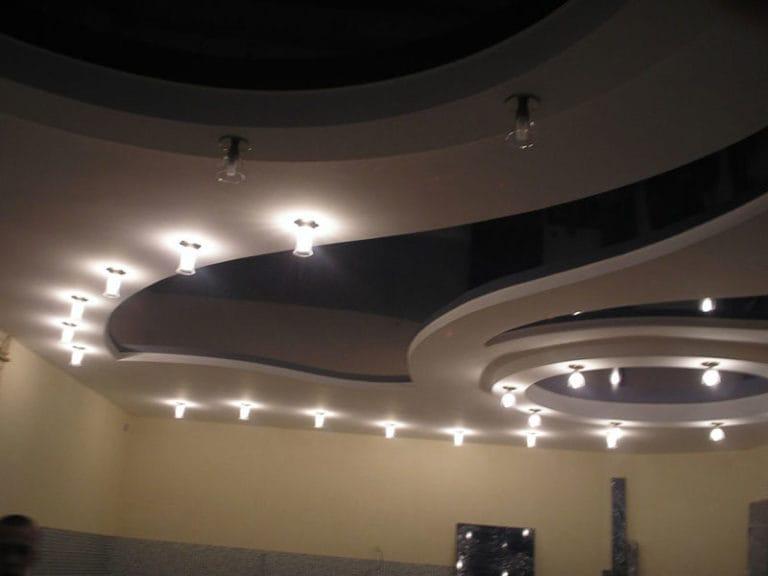 Натяжные потолки комбинированные черно-белые многоуровневые