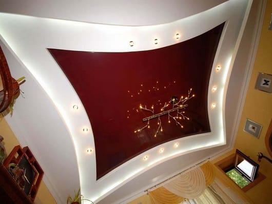 Натяжные потолки многоуровневые красные с подсветкой