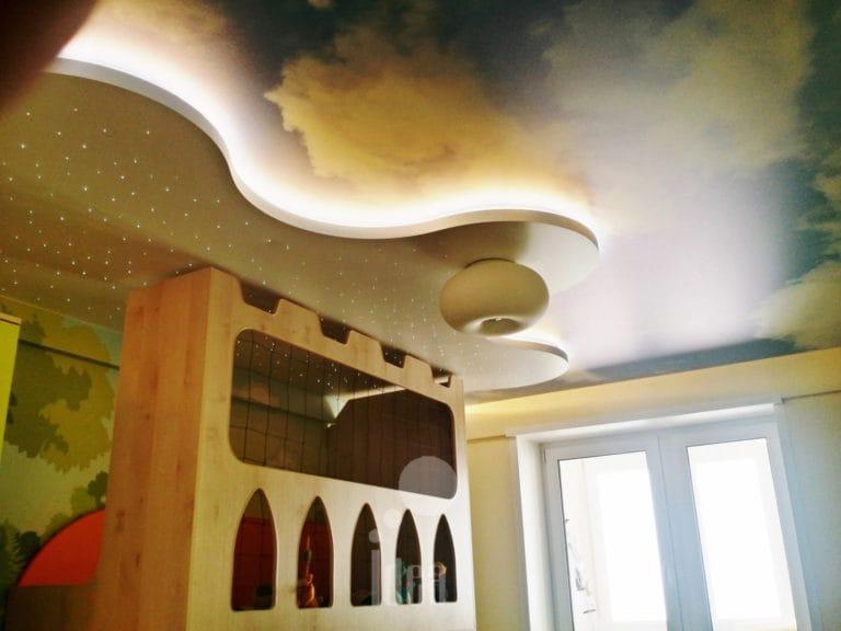 Натяжные потолки художественные небо с подсветкой