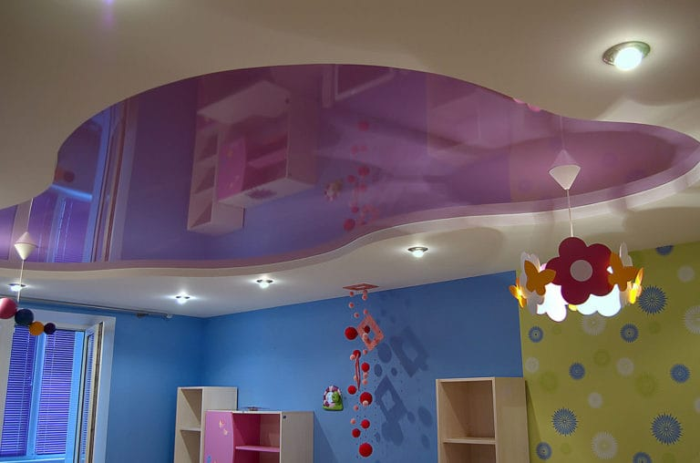 Натяжные потолки комбинированные розовые в детскую