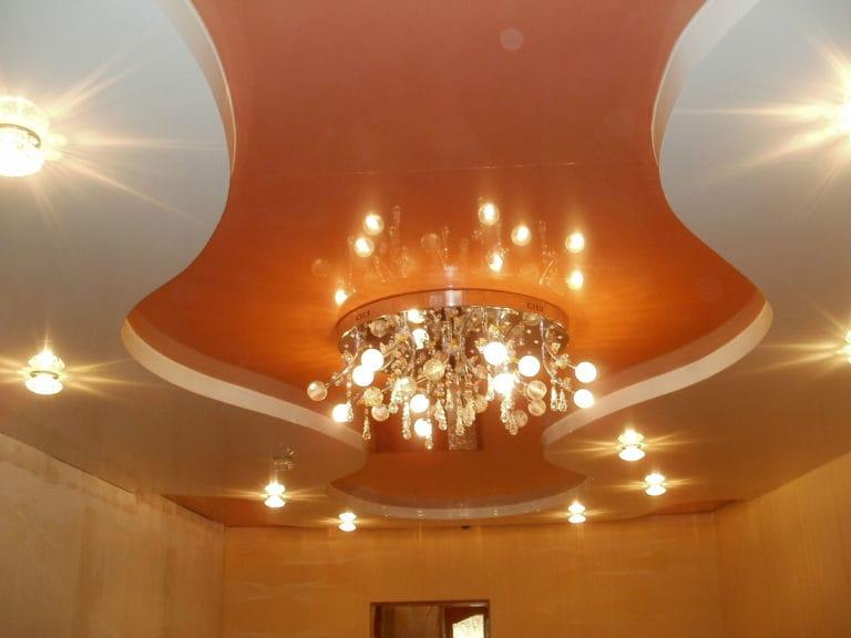 Натяжные потолки глянцевые персиковые двухуровневые