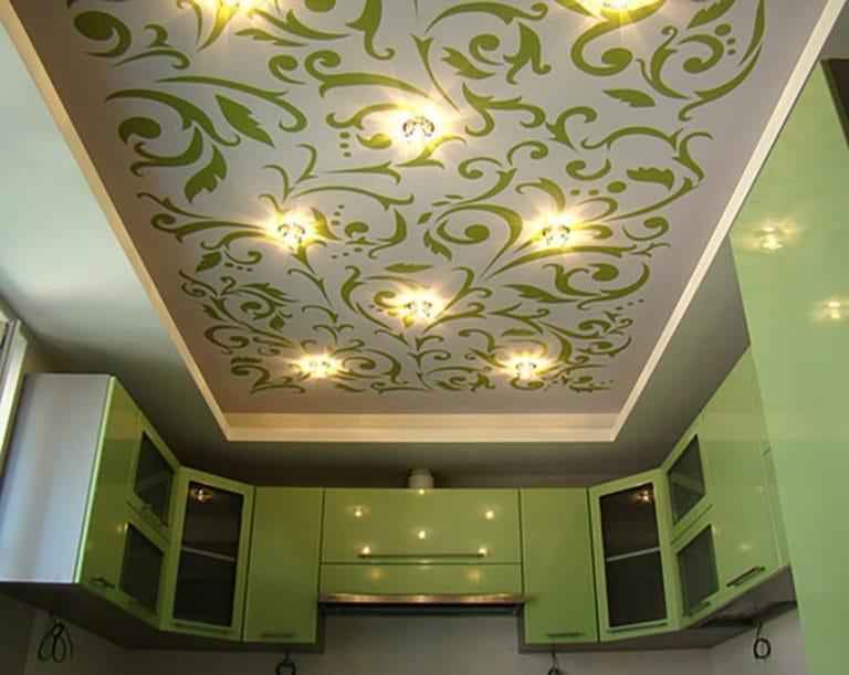Натяжные потолки для кухни расписные узоры зеленого цвета