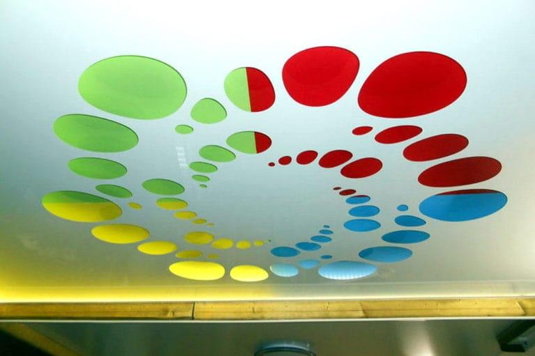 Натяжные потолки перфорированные цветные круги глянец