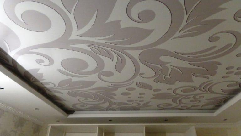 Натяжные потолки двухуровневые тканевые абстракция