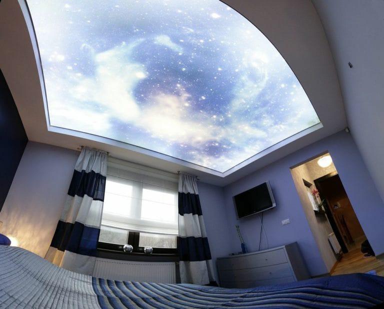 Натяжные потолки звездное небо с подсветкой для спальни