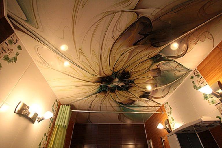 Натяжные потолки расписные с подсветкой для ванной