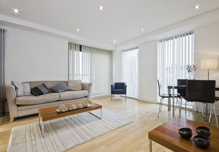 Натяжные потолки белые матовые для зала
