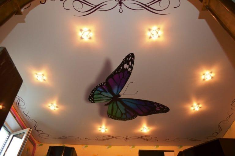 Натяжные потолки бабочка 3D с подсветкой